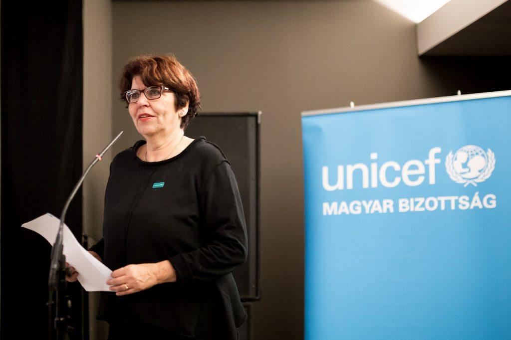 Dr. Tausz Katalin